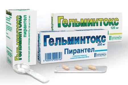 Упаковки препарата Гельминтокс и ложка