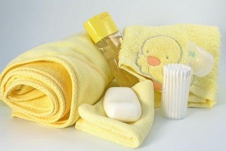 Мыло, полотенце и шампунь
