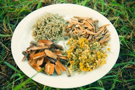 Тарелка с травами