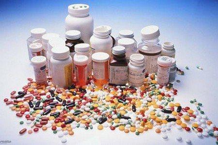 Таблетки и банки от таблеток