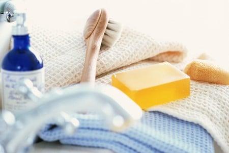 Мыло, щетка и полотенце