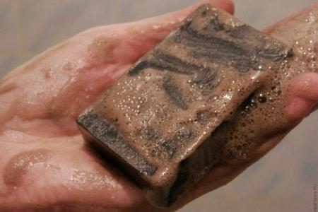 мыло в руке